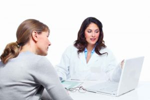 laryngolog leczy polipy