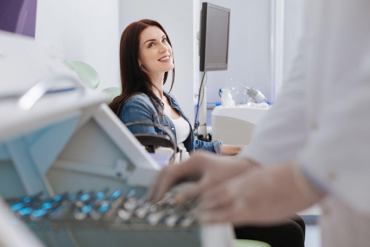 Gabinet laryngologiczny z aparaturą medyczną Białystok