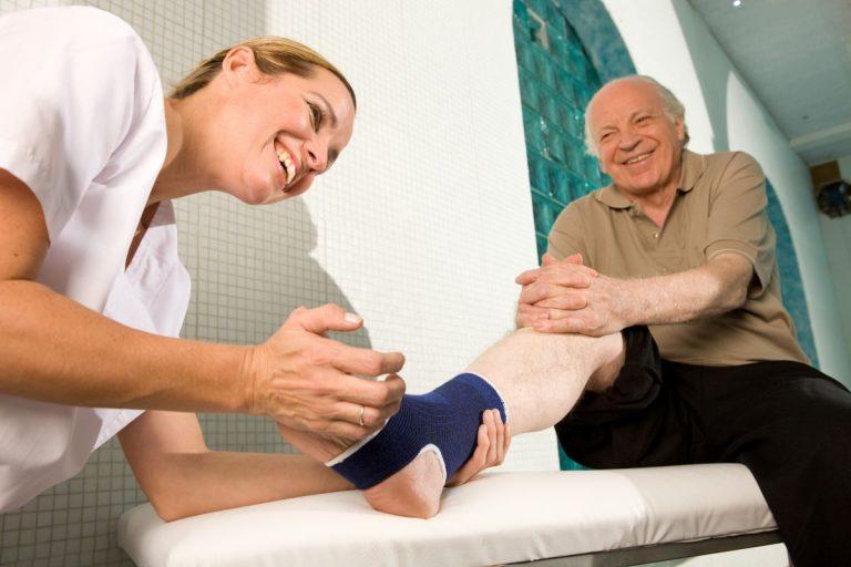 Ortopeda leczący stopę seniora Białystok